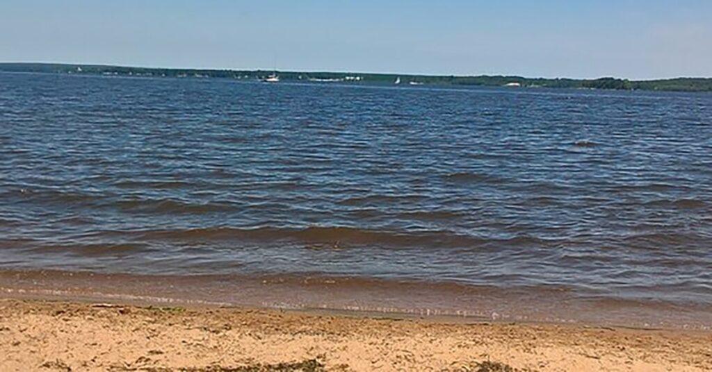 Hudson to ban access to Sandy Beach