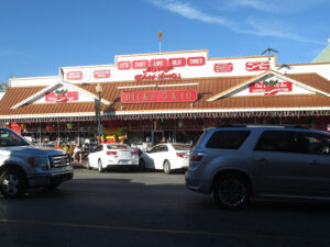 exterior-of-dicks-5-10-store-in-historic-downtown-branson