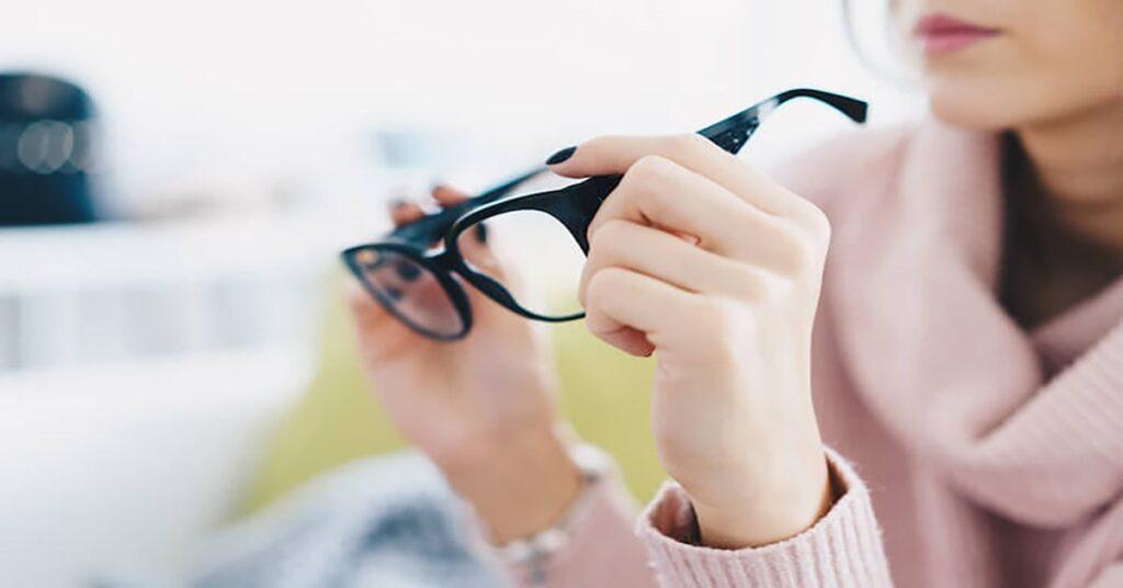buying eyeglasses