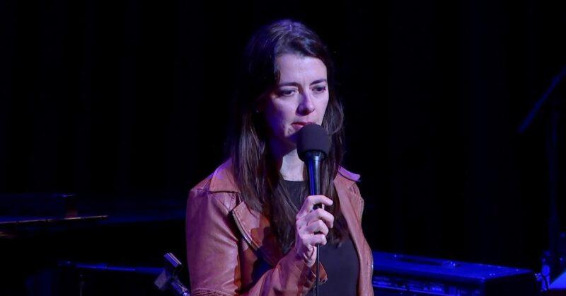 Comedian-Carmen-Lynch-min
