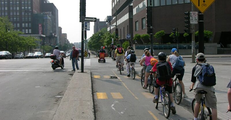 Do cyclists have to stop in Montreal