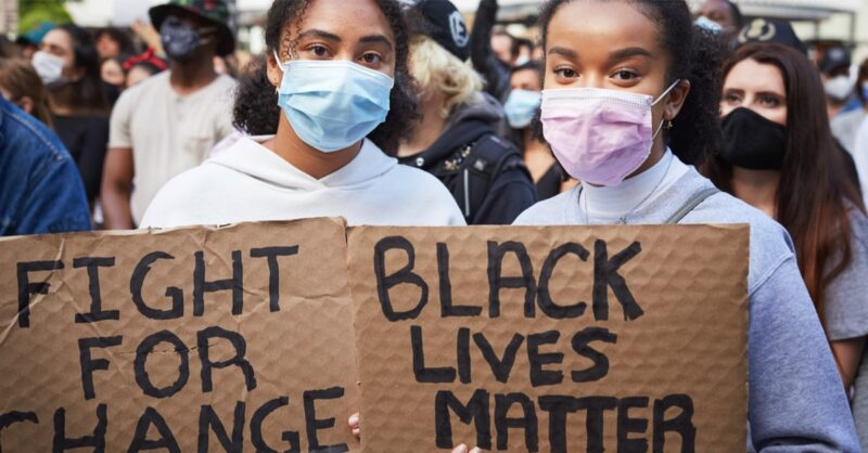 Montreal Kneels for Change