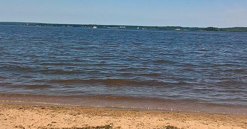 Sandy-Beach-Hudson-mtltimes-min