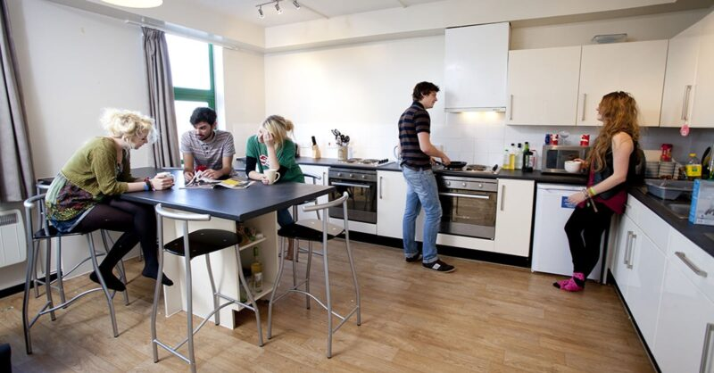 Tips-for-choosing-the-best-student-accommodation-min